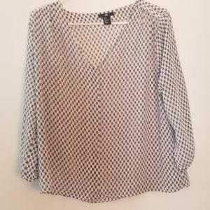 Chevron (navy) white blouse